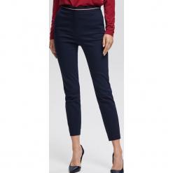 Spodnie z ozdobną taśmą w pasie - Granatowy. Niebieskie spodnie materiałowe damskie Reserved. Za 119.99 zł.