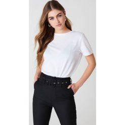 NA-KD Basic T-shirt basic - White. Białe t-shirty damskie NA-KD Basic, z bawełny, z okrągłym kołnierzem. Za 52.95 zł.