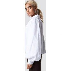 NA-KD Trend Koszula Volume Sleeve - White. Białe koszule damskie NA-KD Trend, z krótkim rękawem. Za 141.95 zł.