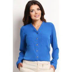 """Niebieska Elegancka Koszula Damska z Dekoltem """"V"""". Niebieskie koszule damskie Molly.pl, z elastanu, biznesowe, dekolt w kształcie v, z długim rękawem. Za 105.90 zł."""