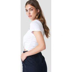 Trendyol Krótki t-shirt z wiązaniem New York - White. Białe t-shirty damskie Trendyol, z nadrukiem. W wyprzedaży za 30.48 zł.