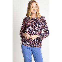 Granatowa bluzka w kwiatowy wzór QUIOSQUE. Brązowe bluzki damskie QUIOSQUE, z wiskozy, biznesowe, z asymetrycznym kołnierzem. W wyprzedaży za 39.99 zł.