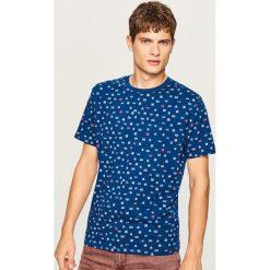 T-shirt z nadrukiem - Granatowy. Niebieskie t-shirty męskie Reserved, z nadrukiem. Za 39.99 zł.