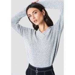 Rut&Circle Sweter z dekoltem V Erica - Grey. Szare swetry damskie Rut&Circle, dekolt w kształcie v. Za 121.95 zł.