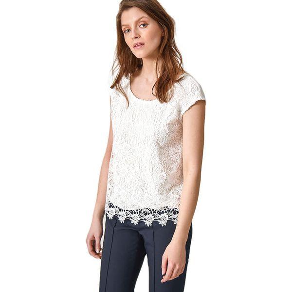 5a98dbd228 Bluzka w kolorze białym - Bluzki damskie marki Tatuum. W wyprzedaży ...