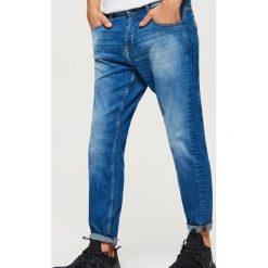 Jeansy CROPPED - Niebieski. Niebieskie jeansy męskie Cropp. Za 119.99 zł.