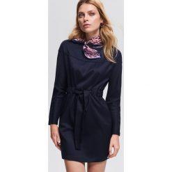 Sukienka z wiązaniem - Granatowy. Niebieskie sukienki damskie Reserved. Za 139.99 zł.