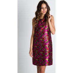 Prosta żakardowa sukienka we wzory BIALCON. Szare sukienki damskie BIALCON, z żakardem, eleganckie, na ramiączkach. W wyprzedaży za 169.00 zł.