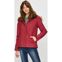 Roxy - Kurtka Snowboardowa. Czerwone kurtki snowboardowe damskie Roxy, z materiału. W wyprzedaży za 639.90 zł.