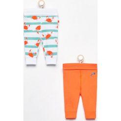 Spodnie 2 pack - Pomarańczo. Spodenki niemowlęce marki Reserved. W wyprzedaży za 19.99 zł.