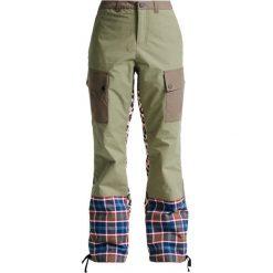 Burton LION STORM Spodnie narciarskie olvine/riotpd/woodcm. Spodnie snowboardowe damskie Burton, z bawełny, sportowe. W wyprzedaży za 836.10 zł.