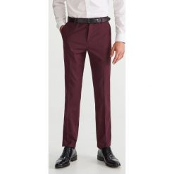 Spodnie garniturowe slim fit - Fioletowy. Eleganckie spodnie męskie marki Giacomo Conti. W wyprzedaży za 89.99 zł.