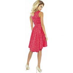 Sukienka żakardowa dłuższy tył sf-175-2. Różowe sukienki damskie SaF, z żakardem, z asymetrycznym kołnierzem. Za 189.90 zł.