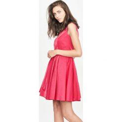 Simple - Sukienka. Szare sukienki damskie Simple, z bawełny, eleganckie, z okrągłym kołnierzem. W wyprzedaży za 299.90 zł.