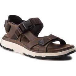 Sandały CLARKS - Un Trek Bar 261326297 Olive Nubuck. Brązowe sandały męskie Clarks, z materiału. W wyprzedaży za 259.00 zł.
