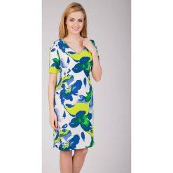 Biała sukienka z zielonym printem QUIOSQUE. Białe sukienki damskie QUIOSQUE, w paski, z krótkim rękawem. W wyprzedaży za 66.00 zł.