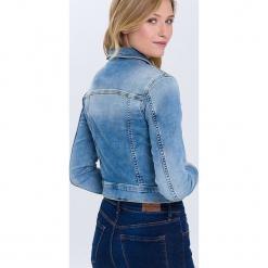 Dżinsowa kurtka w kolorze błękitnym. Niebieskie kurtki damskie Cross Jeans. W wyprzedaży za 113.95 zł.