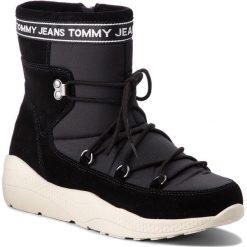 Śniegowce TOMMY JEANS - Hiking Hybrid Boot EN0EN00364 Black 990. Czarne kozaki damskie Tommy Jeans, z jeansu. Za 599.00 zł.