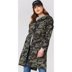 NA-KD Płaszcz przeciwdeszczowy moro - Green,Multicolor. Zielone płaszcze damskie NA-KD, moro, z poliesteru. Za 242.95 zł.