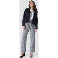 NA-KD Trend Kurtka jeansowa z zatrzaskami - Black. Czarne kurtki damskie NA-KD Trend, z denimu. Za 283.95 zł.
