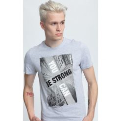 T-shirt męski TSM022 - chłodny jasny szary. Szare t-shirty męskie 4f, na lato, z nadrukiem, z bawełny. W wyprzedaży za 49.99 zł.