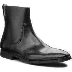 Kozaki CLARKS - Gilman Zip 261362187  Black Leather. Czarne kozaki męskie Clarks, z materiału, eleganckie. W wyprzedaży za 349.00 zł.