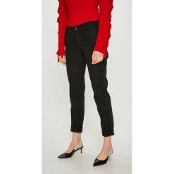 Guess Jeans - Spodnie Berta. Szare jeansy damskie Guess Jeans. Za 459.90 zł.