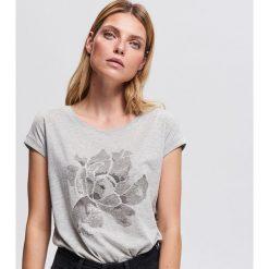T-shirt z nadrukiem - Jasny szar. T-shirty damskie marki bonprix. Za 29.99 zł.