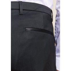 DRYKORN FOOT Spodnie garniturowe black. Spodnie materiałowe męskie DRYKORN, z elastanu. Za 549.00 zł.