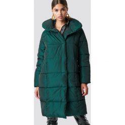 NA-KD Trend Kurtka watowana z szerokim kołnierzem - Green. Zielone kurtki damskie NA-KD Trend, z materiału. Za 323.95 zł.