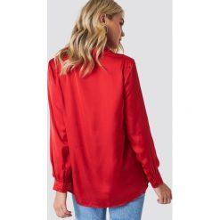 NA-KD Satynowa koszula z długim rękawem - Red. Czerwone koszule damskie NA-KD, z poliesteru, z długim rękawem. Za 133.95 zł.
