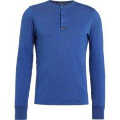 Polo Ralph Lauren UNEVEN Bluzka z długim rękawem light navy. Bluzki z długim rękawem męskie Polo Ralph Lauren, z bawełny, z długim rękawem. W wyprzedaży za 356.30 zł.