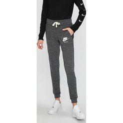 Nike Sportswear - Spodnie/legginsy 883731. Legginsy damskie marki DOMYOS. Za 179.90 zł.