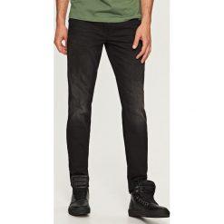 Jeansy regular fit - Szary. Szare jeansy męskie Reserved. Za 99.99 zł.