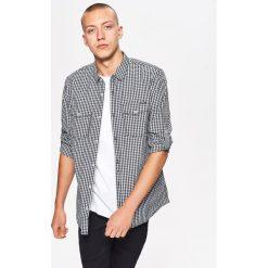 Koszula w drobną kratkę BASIC - Jasny szary. Szare koszule męskie Cropp, w kratkę. Za 69.99 zł.