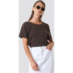 NA-KD Basic T-shirt z odkrytymi plecami - Brown. Brązowe t-shirty damskie NA-KD Basic, z dekoltem na plecach. Za 52.95 zł.