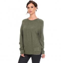 """Sweter """"Jamie"""" w kolorze khaki. Brązowe swetry damskie Cosy Winter, ze splotem, z okrągłym kołnierzem. W wyprzedaży za 181.95 zł."""