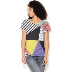 Colour Pleasure Koszulka damska CP-034  24 miętowo-fioletowo-czarno-biała r.  M-L. T-shirty damskie Colour Pleasure. Za 70.35 zł.