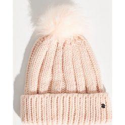 Czapka z pomponem - Różowy. Czerwone czapki i kapelusze damskie Sinsay. Za 24.99 zł.