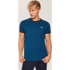 T-shirt z kontrastowym obszyciem - Khaki. T-shirty męskie marki Giacomo Conti. W wyprzedaży za 19.99 zł.
