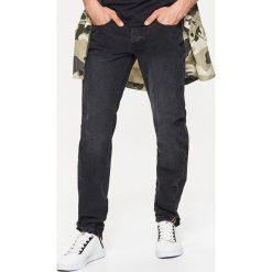 Jeansy STRAIGHT - Czarny. Czarne jeansy męskie Cropp. Za 89.99 zł.