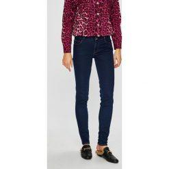 Guess Jeans - Jeansy Curve X. Niebieskie jeansy damskie Guess Jeans. W wyprzedaży za 369.90 zł.