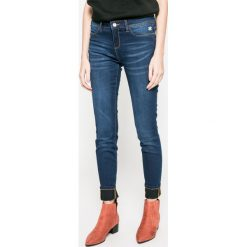 Desigual - Jeansy. Niebieskie jeansy damskie Desigual. W wyprzedaży za 179.90 zł.