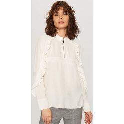 ed6941486ddd9f Bluzka ze stójką - Biały. Białe bluzki damskie Reserved, bez wzorów, bez  kołnierzyka ...