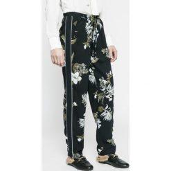 Vero Moda - Spodnie. Szare spodnie materiałowe damskie Vero Moda, z materiału. W wyprzedaży za 79.90 zł.