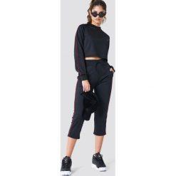 NA-KD Urban Krótka bluza sportowa - Black. Bluzy sportowe damskie NA-KD Urban. W wyprzedaży za 70.67 zł.