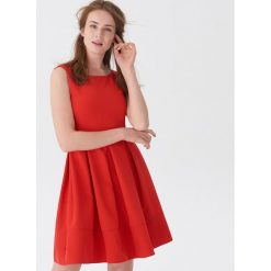 Elegancka sukienka z zakładkami - Czerwony. Czerwone sukienki damskie House, eleganckie. Za 119.99 zł.
