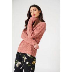 Rut&Circle Sweter z dekoltem V Mira - Pink. Różowe swetry damskie Rut&Circle, z dzianiny. W wyprzedaży za 52.48 zł.