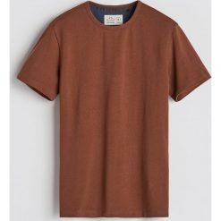Gładki T-shirt - Brązowy. Brązowe t-shirty męskie Reserved. Za 59.99 zł.