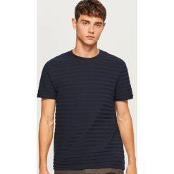 T-shirt z dzianiny strukturalnej - Granatowy. Niebieskie t-shirty męskie Reserved, z dzianiny. Za 59.99 zł.